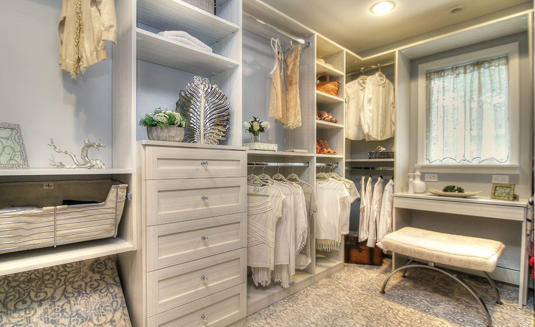 Walk In Closet With Racks